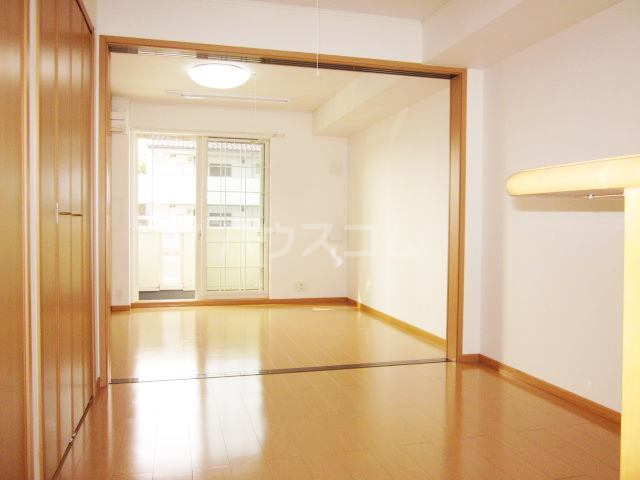 ラヴェンデル ツヴァイ 01030号室のリビング