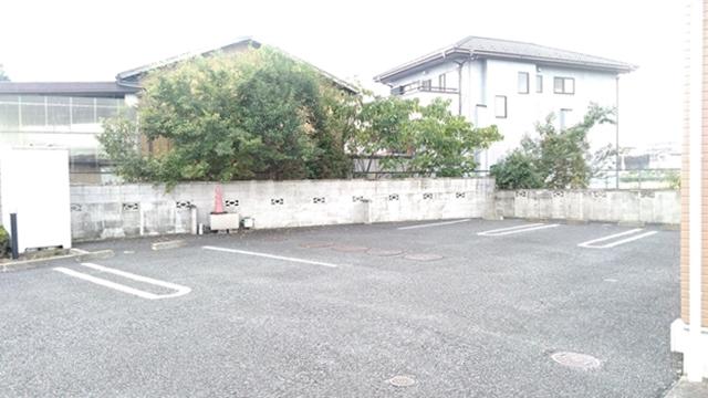 リヴィエールⅠ 01020号室の駐車場