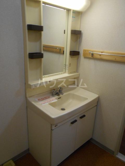 ファミリーステイツ1 03050号室の洗面所