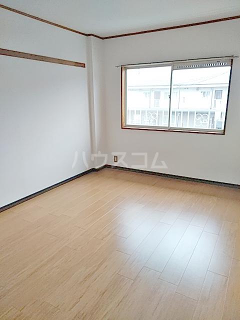 インフィールド春日部A 02020号室の居室