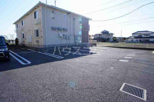 アルデンヌC 02010号室の駐車場