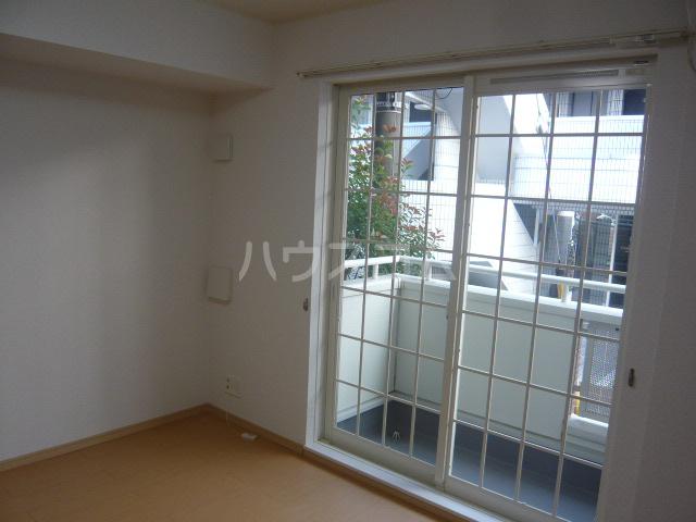 コンビ・ビアリテ 01020号室のリビング