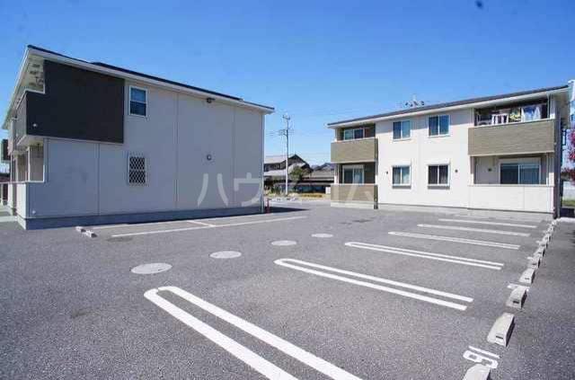 アンジュ・プレッソB 02010号室の駐車場