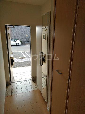 ピエール・アベニュー 01040号室の玄関