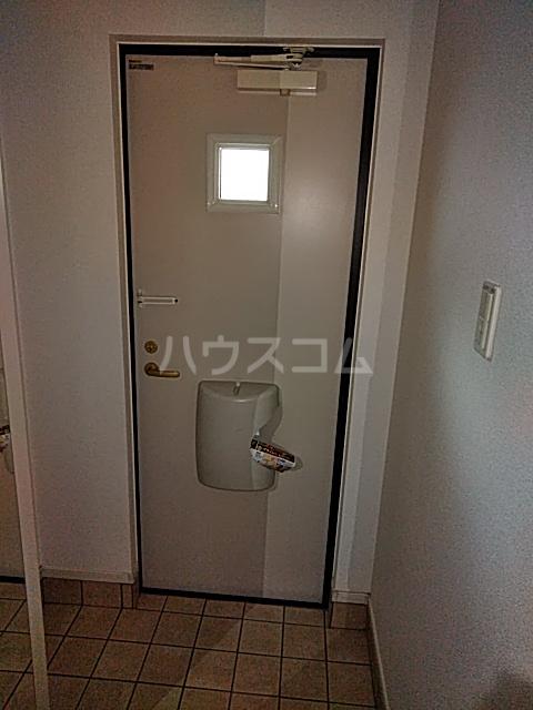 レジデンス アウル 01010号室の玄関