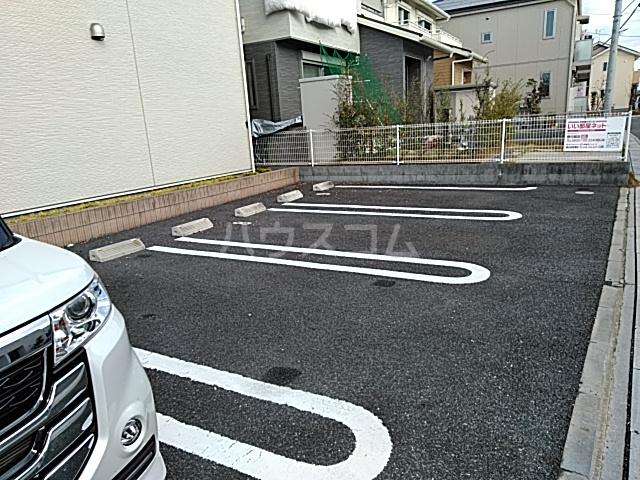 レジデンス アウル 01010号室の駐車場