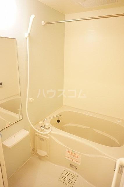 トルヴェ ラ フェーヴⅡ 01020号室の風呂