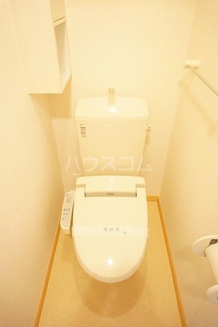 トルヴェ ラ フェーヴⅡ 01020号室のトイレ