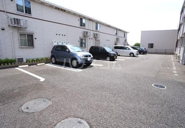 リリー・ヴァリーⅧ 02010号室の駐車場