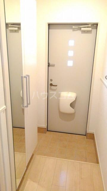 アプローズ 01010号室の玄関