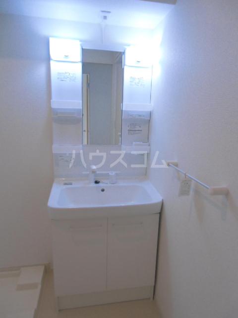 ベル ジャルダン 02040号室の洗面所