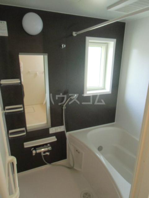 ベル ジャルダン 02040号室の風呂