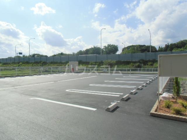 ベル ジャルダン 02040号室の駐車場