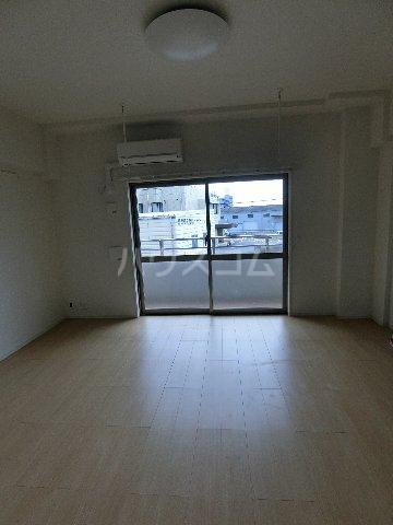 クラウンパレス 04040号室のリビング