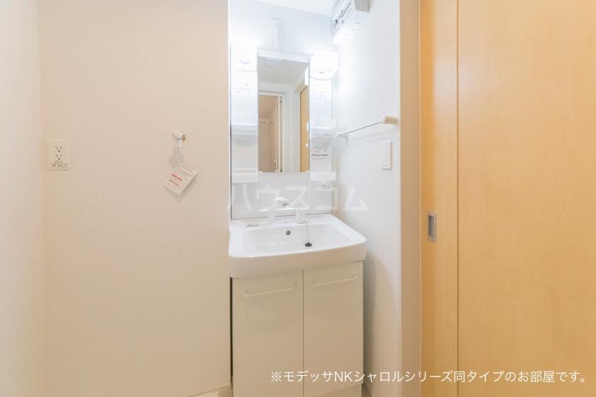 ラ・メール 01030号室の洗面所