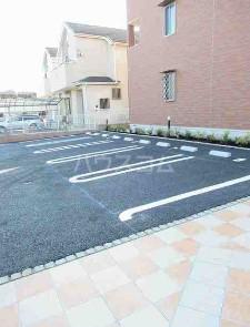 テラコッタⅢ 02010号室の駐車場