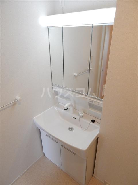 レジデンシアC 01040号室の洗面所