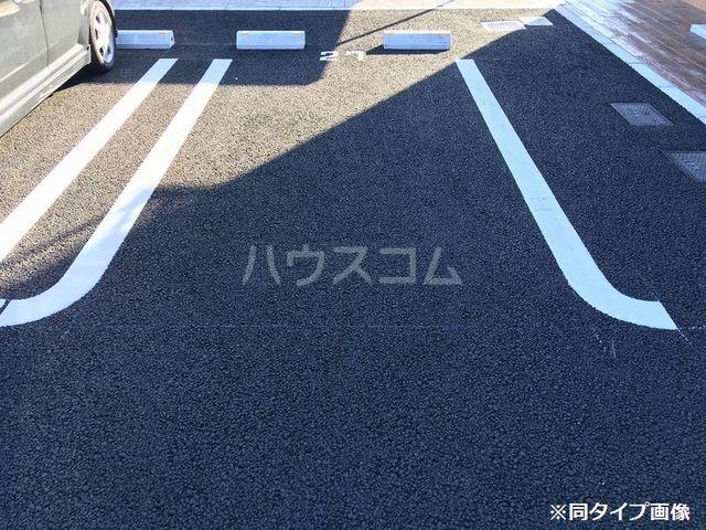 アグリ フォーリオA 02020号室の駐車場