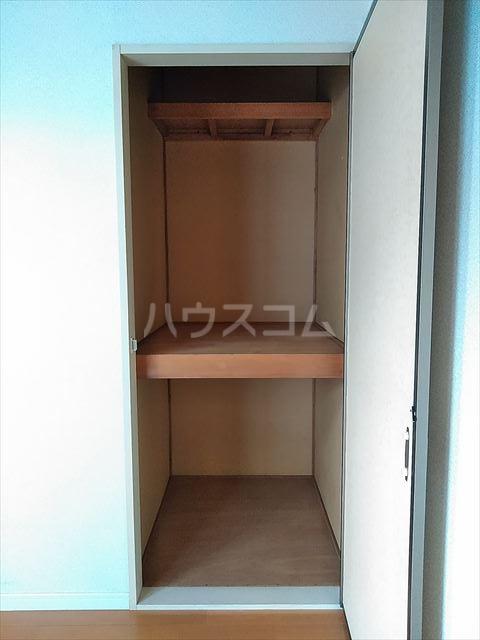 ドミール神明 102号室の収納