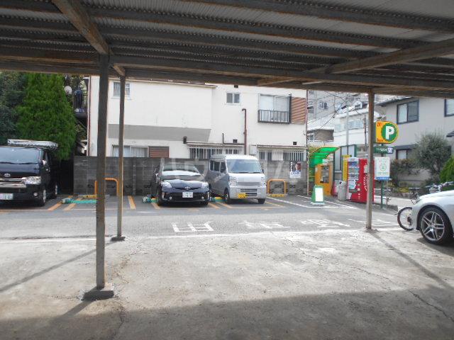 スカイコートパレス駒沢大学Ⅱ 104号室の駐車場