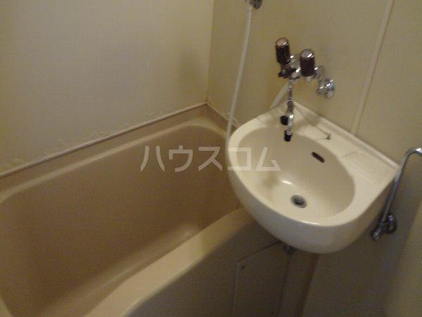サカエフラット元住吉 402号室の洗面所