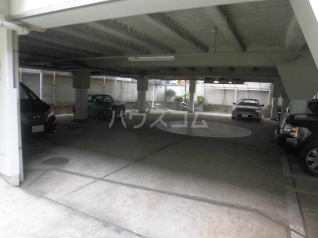 グリーンヒル鷹番 311号室の駐車場