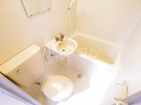 メゾン・ド・ルクール 101号室のトイレ