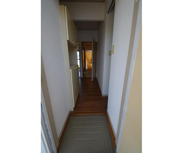エステートピアコムB 101号室の玄関