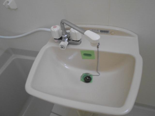 K corpo ナオイ 103号室の洗面所