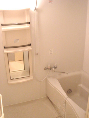 リヴェール三軒茶屋 302号室の風呂
