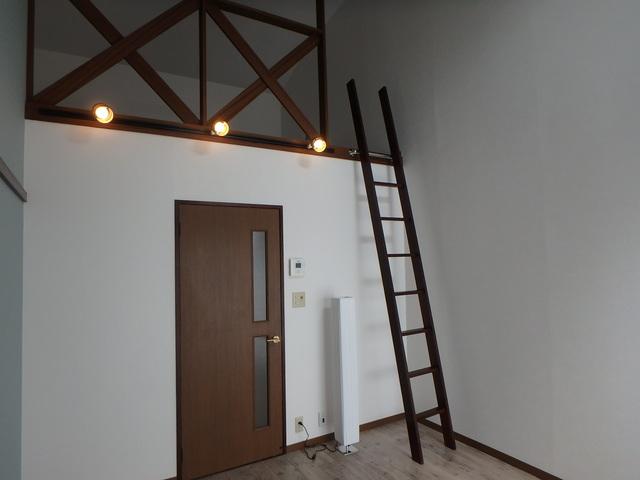 第一MHハウスA棟 208号室のリビング