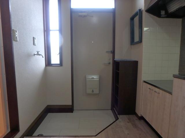 第一MHハウスA棟 208号室の玄関