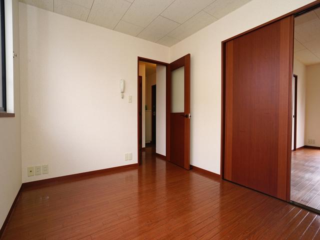 アゼリアガーデン 102号室のリビング