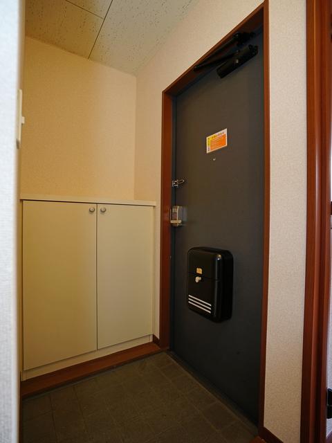 アゼリアガーデン 102号室の玄関