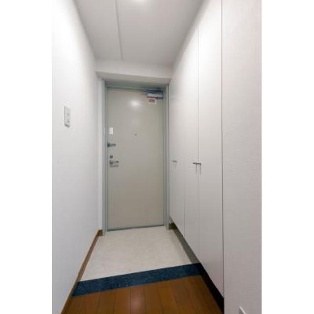 パークブルーム三葉 103号室の玄関