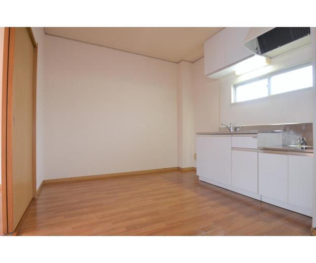 EstateYAMAZAKI 102号室のリビング