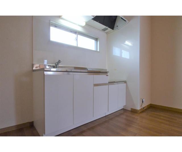 EstateYAMAZAKI 102号室のキッチン