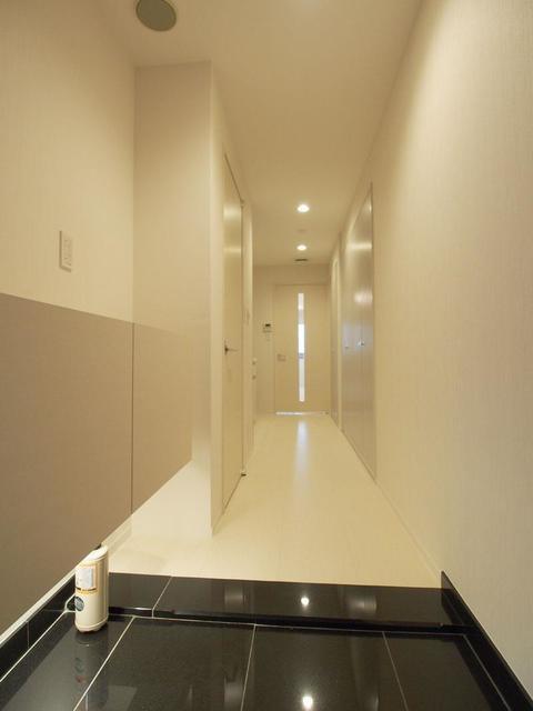恵比寿ガーデンテラス弐番館 1018号室の玄関