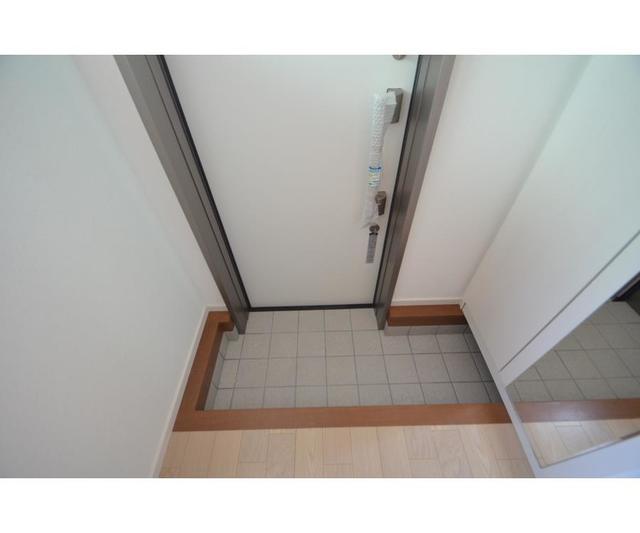 ASN 101号室の玄関