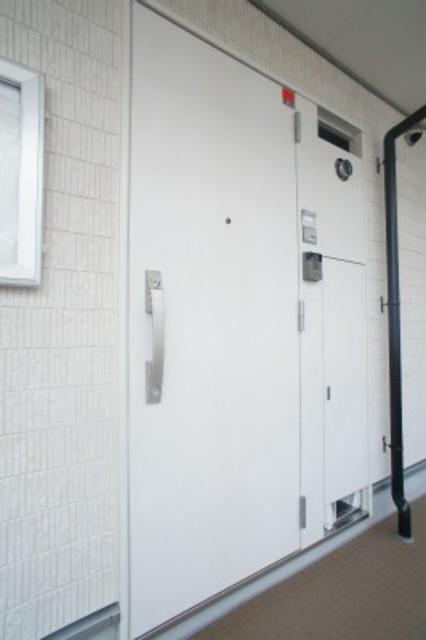 リブリ・ゆり本町 203号室の玄関
