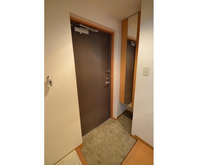 SGビル 302号室の玄関