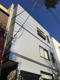 上田ハウス 0201号室の外観