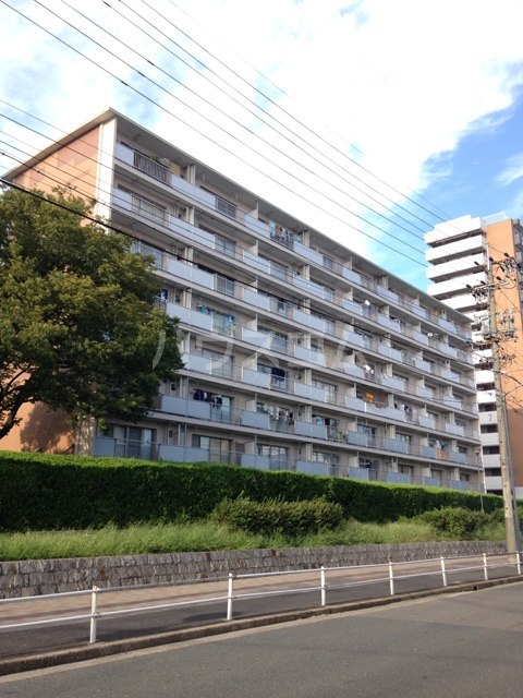 中駒九番団地 6号棟外観写真