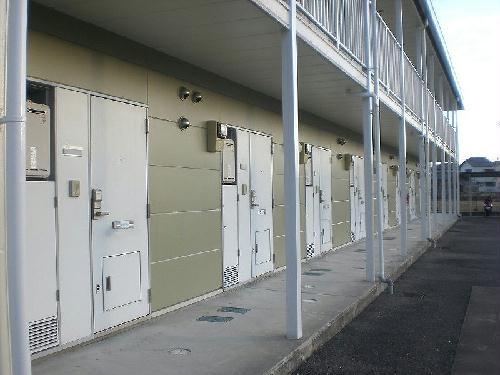 レオパレスにしまとば 209号室の収納