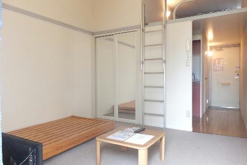 レオパレスサンコー 103号室のリビング