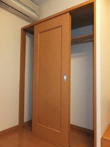 レオパレスフローラ 106号室の収納