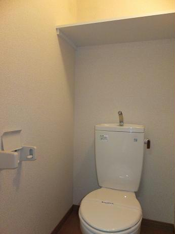 レオパレスフローラ 106号室のトイレ