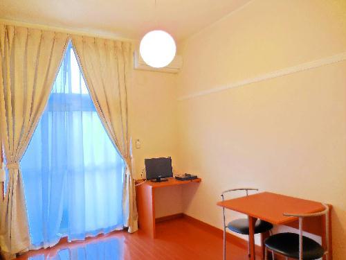 レオパレスkoyama 104号室のリビング
