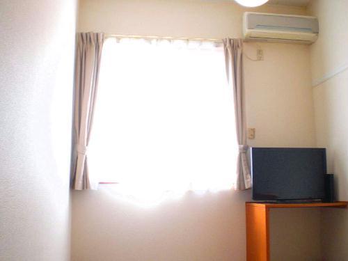 レオパレスかすや 107号室のリビング