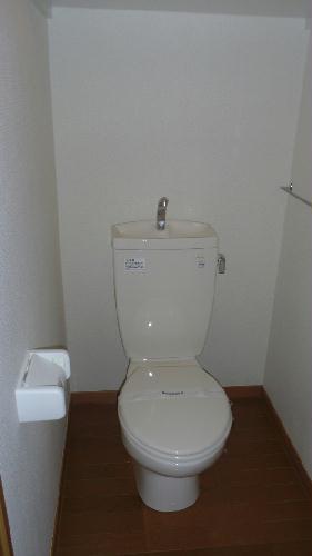 レオパレス春 203号室のトイレ